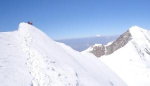 Sulla cresta finale della Parrot (sullo sfondo il Monte Bian