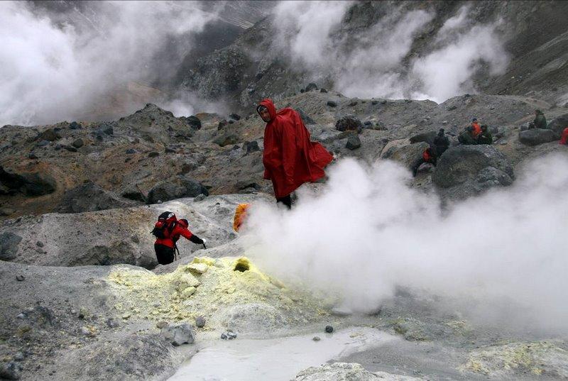 06_Nel cratere del vulcano Mutnovsky 2